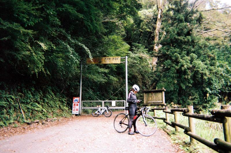 県道725号線も通行止め(写ルンです)