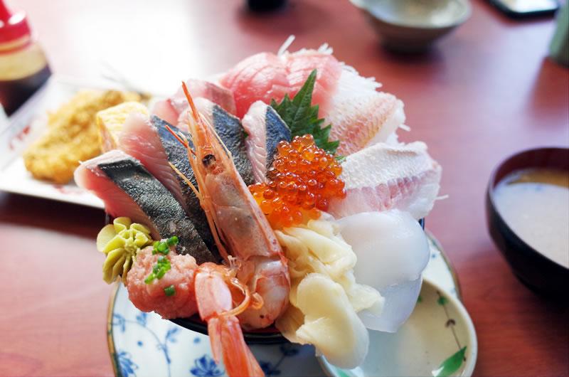 見事な海鮮丼! これを味わえるのは、海のない埼玉県の川島町!?