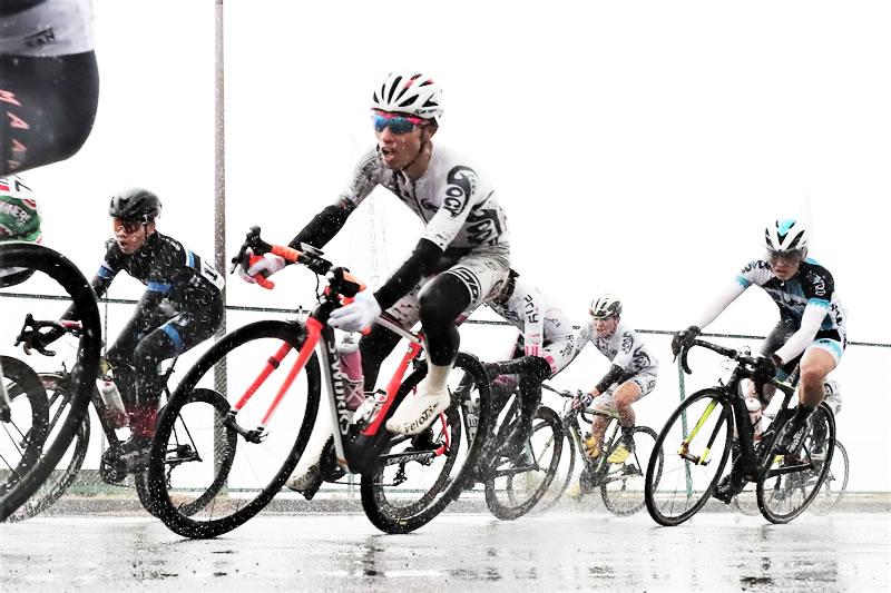 大雨のレースになったエキスパートクラス