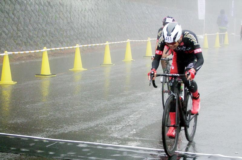 極寒大雨の富士ヒルで効果を発揮したスポーツバルムレッド3