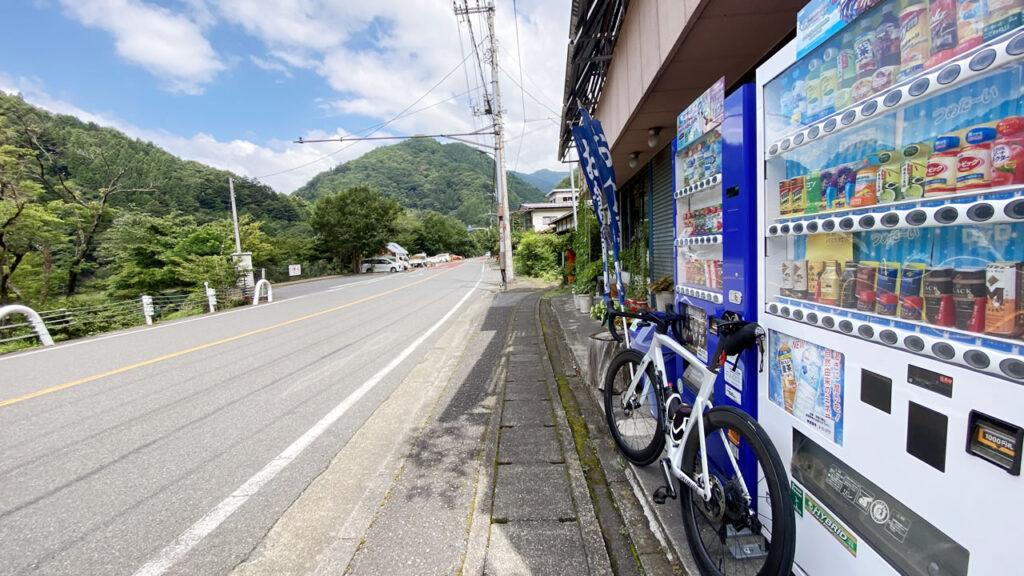 みんな大好き「島勝」から先は、柳沢峠まで長い上り基調