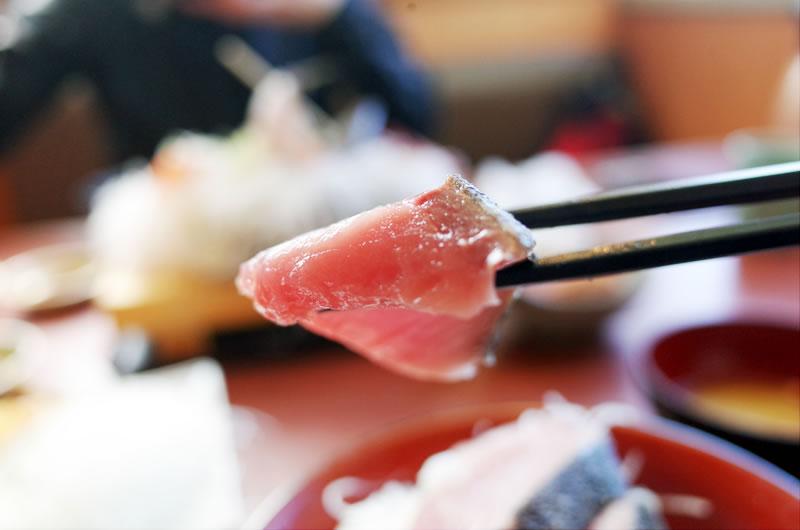 そうま水産の海鮮丼の刺身の厚さがこの厚さ!