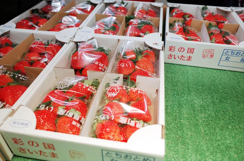 吉見町の名産いちごが飛ぶように売れていきます