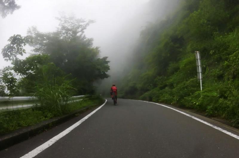 霧のヤビツ峠で事件は起こった