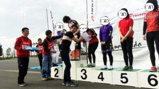 浅田監督と表彰台で握手!