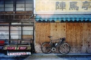 和田峠の入り口、陣馬亭
