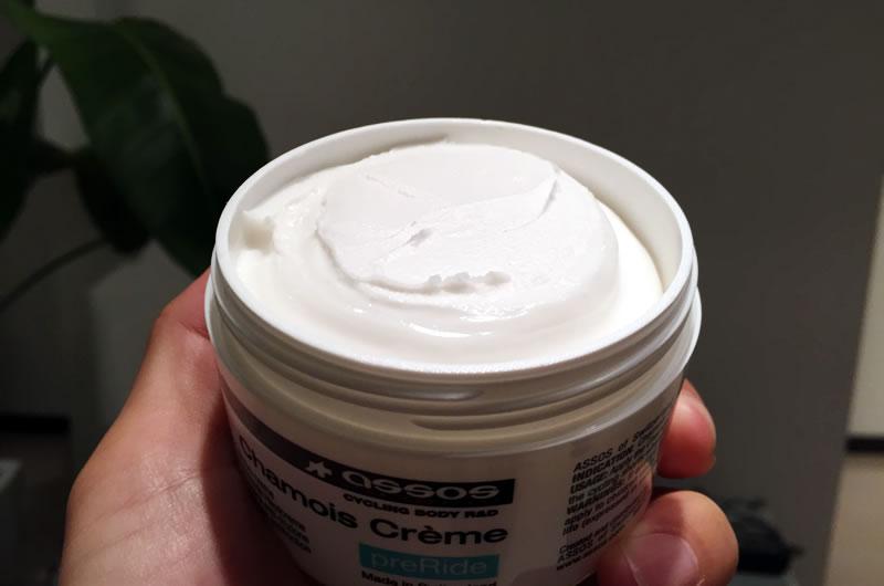 シャモアクリームは白色