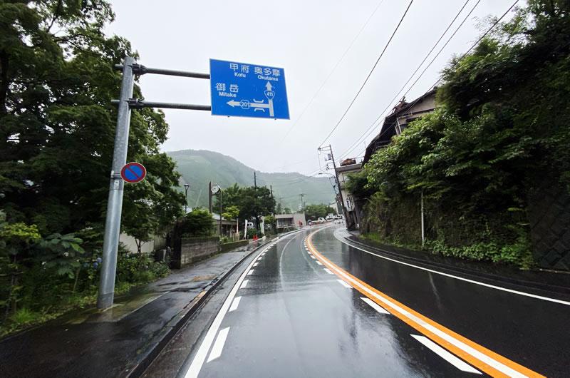 大雨の奥多摩街道
