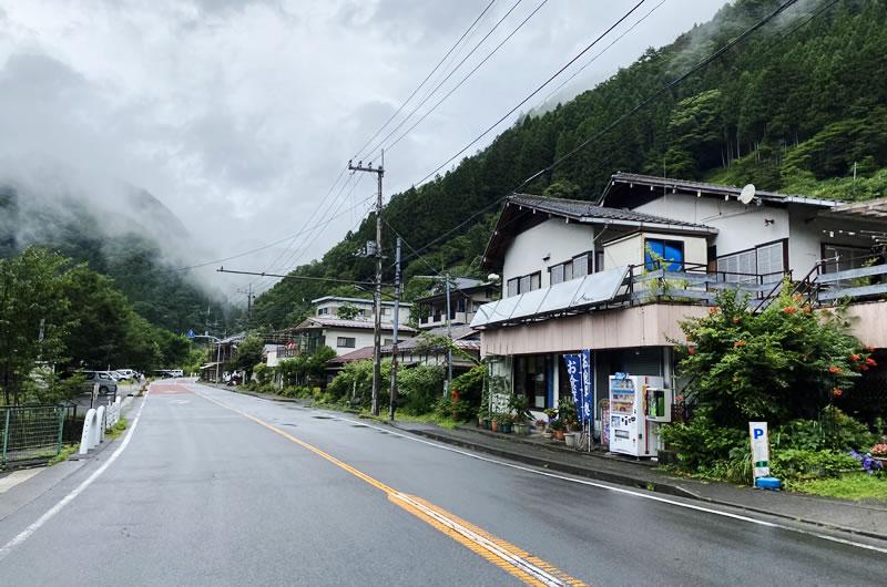 東京最果ての食事処として有名な「島勝」
