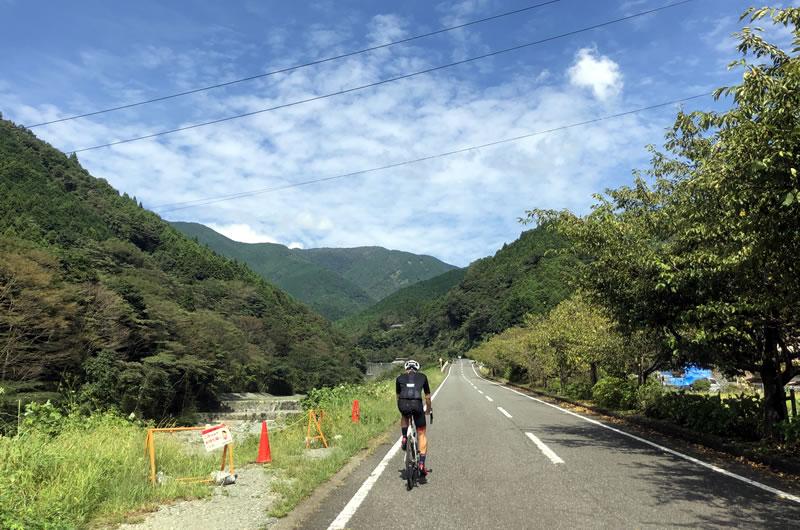 寄から丹沢湖をめざす(iPhone7)