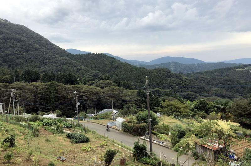 眺めは良いが斜度も良い大野山(iPhone7)