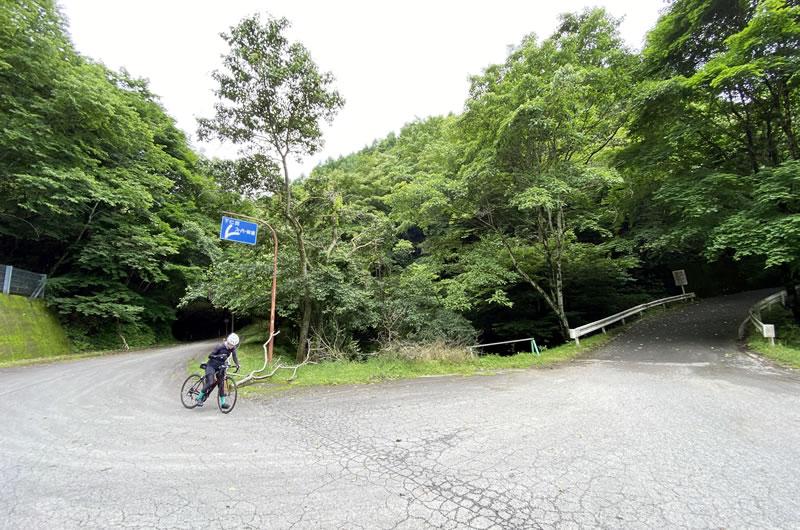 御荷鉾スーパー林道の入り口