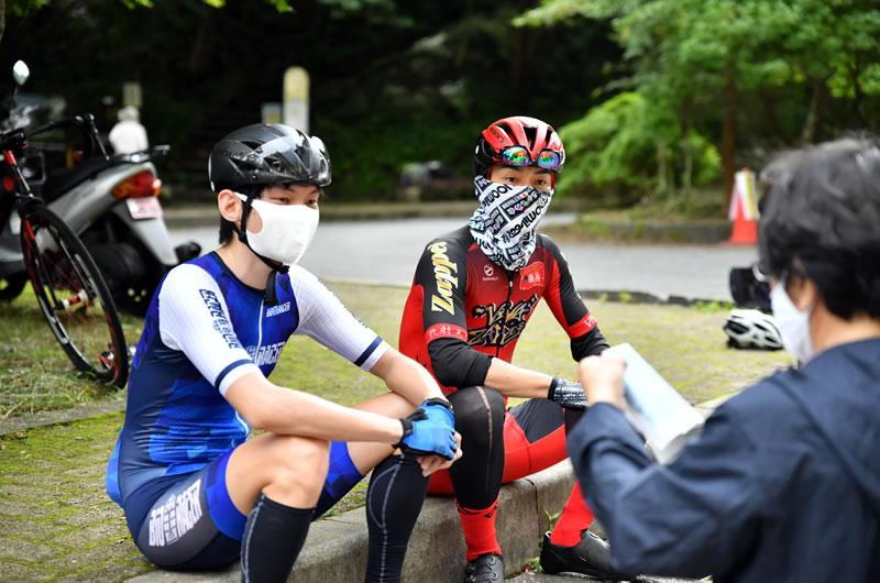 NHKから取材を受けるみつさんとあおきさん