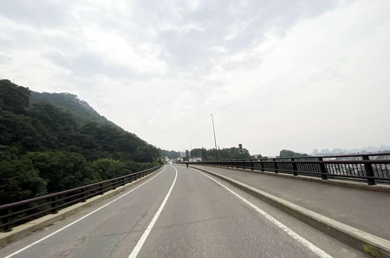 長野駅からわずか20分ちょいでこの山道