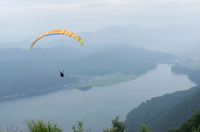 木崎湖はパラグライダーでも有名だそう