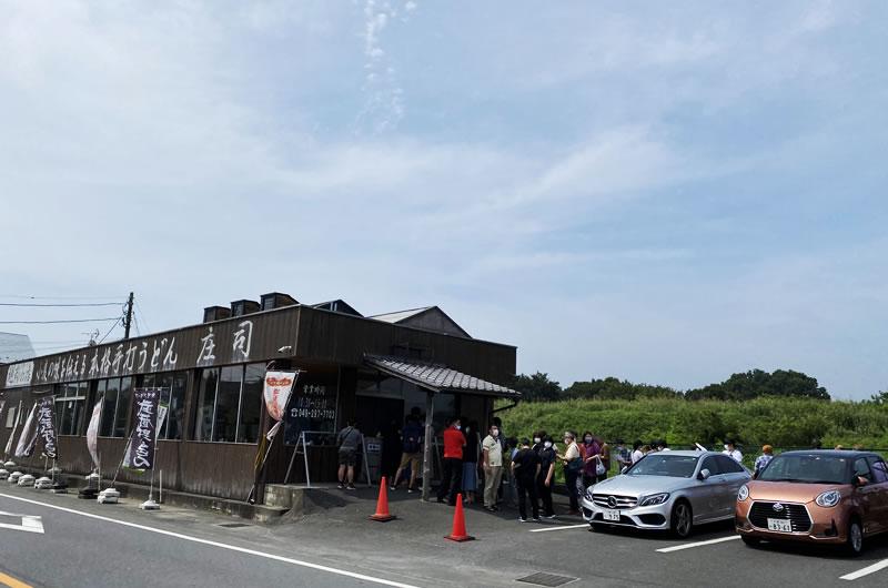うどんの名店「庄司」、開店前から大行列!