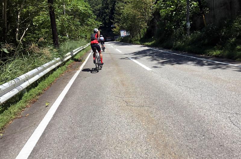 山中湖サイクリングチームのご一行に抜かされるなど