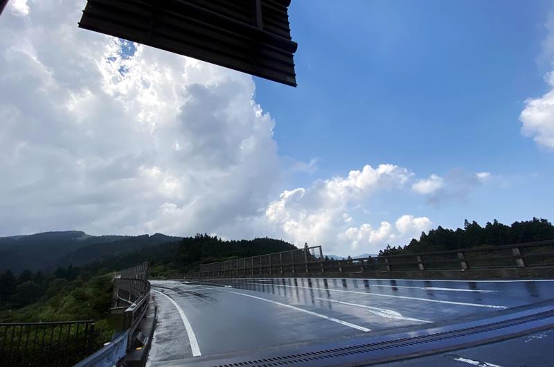 西伊豆スカイラインでは通り雨を何度かかいくぐり