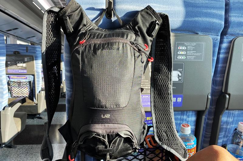 2リットルのバックパックに2人分の着替えを詰め込む