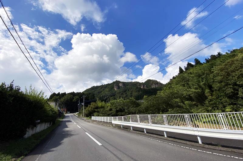 道の駅霊山たけやまの手前の急な上り