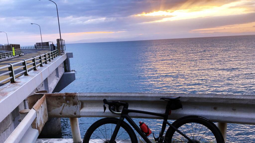 ロードバイクの最近のトレンドはグローブ・レスです
