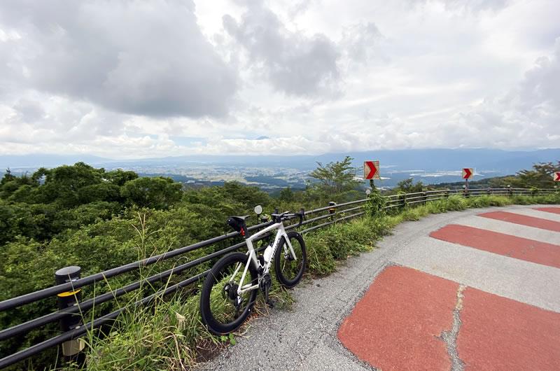 駿河小山へのダウンヒル。晴れた日は富士山を一望できる