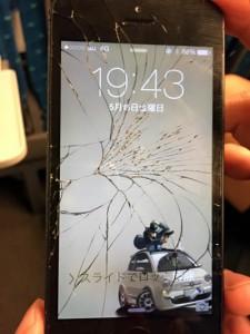 iPhone 5のスクリーンがコナゴナ