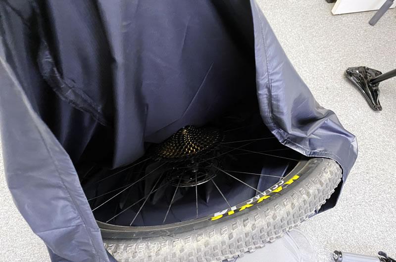 軽量ホイールバッグに29er後輪ホイールを入れてみた。余裕たっぷり、あと1本楽に入る