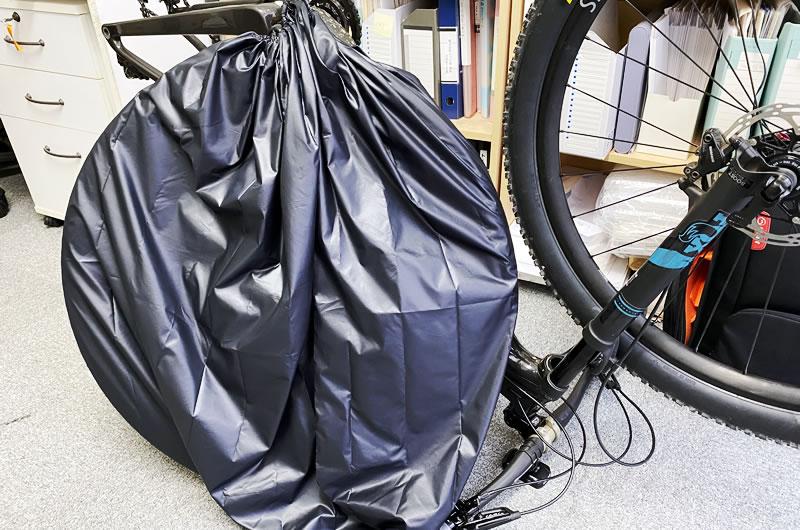 後輪だけホイールバッグに入れて、フレームと前輪は輪行袋に入れて運用する予定だが!?
