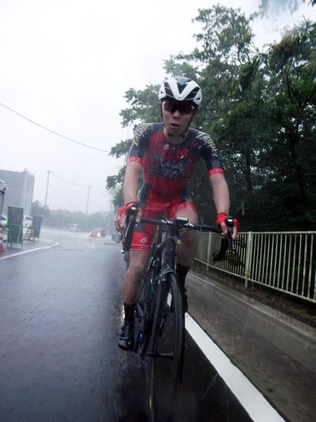 川のような降水でも自転車は進むものでした