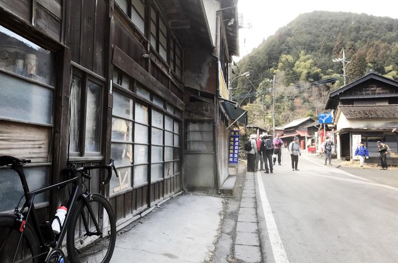 鶴峠に出る前に和田峠を越えないといけない