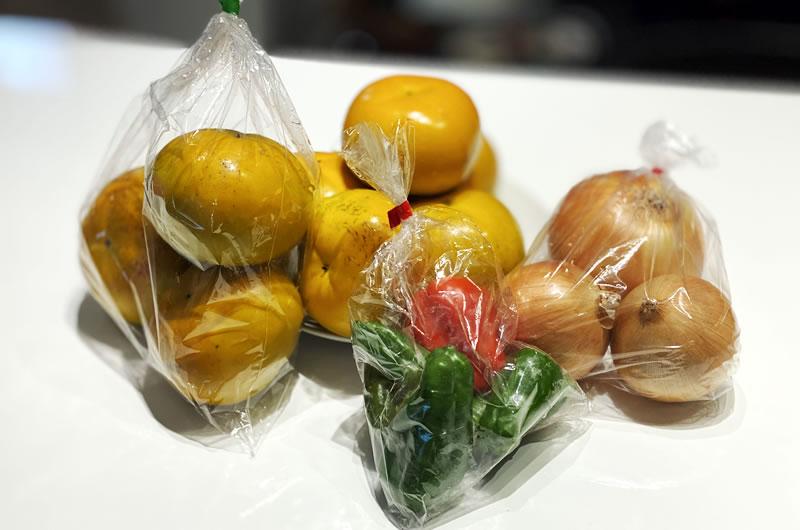 本日の収穫は稲城特産の柿と野菜でございます
