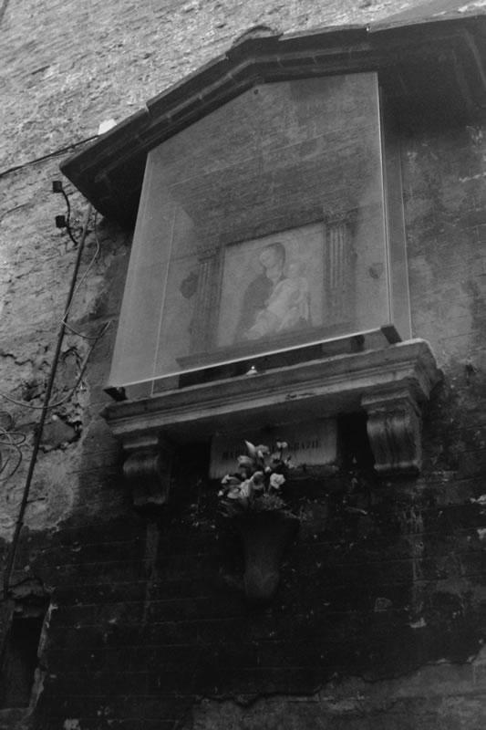 街角のマリア像