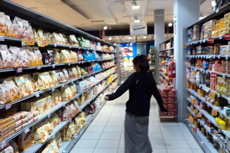 スーパーではシリアルバーなどが買える
