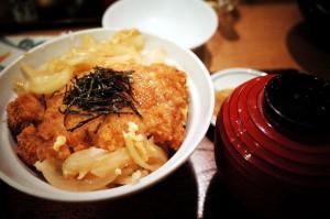 長野県小諸ではソースではなく、「普通」のカツ丼が出てきました