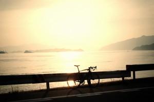 瀬戸内海の夕焼けをバックにターマック