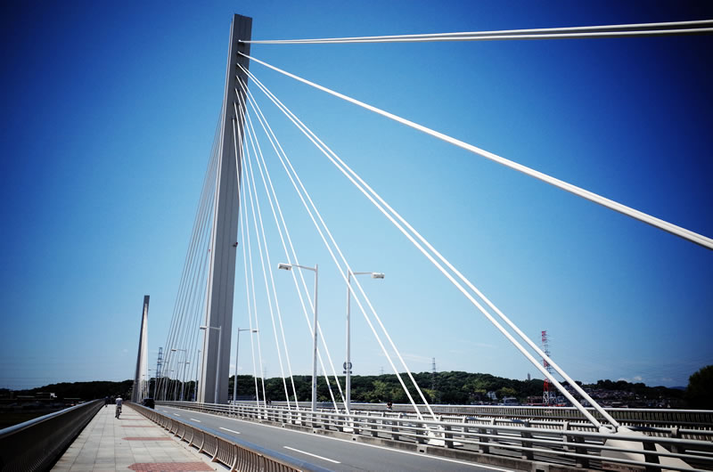 府中四谷橋を越える