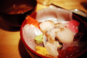 締めの海鮮丼。もちろん美味い