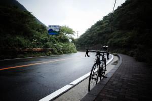雨の箱根をロードバイクで下るのは危険!