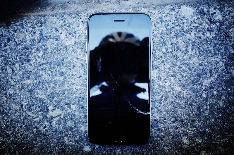 iPhoneの画面がまた割れた