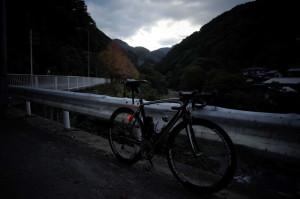 日が暮れた国道299号線