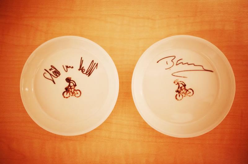 ベン・スウィフト選手とスティール・ヴォンホフ選手のサイン