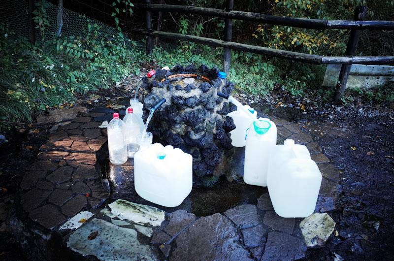 護摩屋敷の水が名水百選になって、ますます人気に