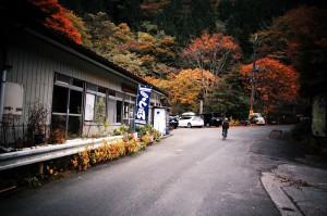 大血川林道の補給地点。ここから三峰神社まで補給場所がないので要注意!