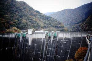 ダムを越えて中津川へ