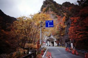 三国峠と分岐。いつか真っ直ぐの道も行ってみたい
