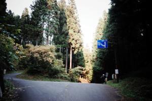 林道西秩父線の分岐。ここで3,000mに達しないことが分かりました