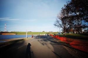 彩湖の超強力な向かい風区間