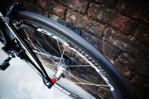 ロードバイクの乗り心地の9割はタイヤで決まる?