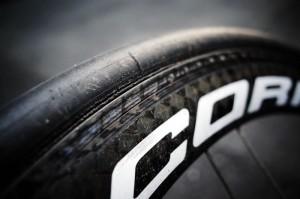 雨のレースでコリマのカーボンリムが大いに削れた!